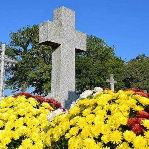 7c376d85850cea57ed0d433f23623cd3-toussaint-des-micro-entrepreneurs-fleurissent-les-tombes