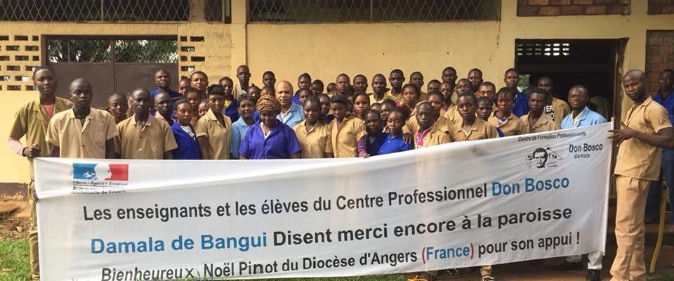 En Union avec le Père Kévin et toute sa communauté de Bangui...